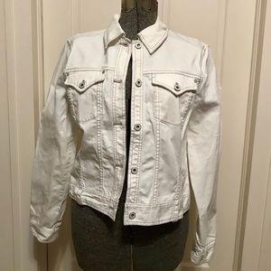 Super cute white jean jacket super cute for spring